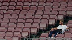 De Jong, lesionado, siguió el reciente Barça-Athletic desde la grada del Camp Nou