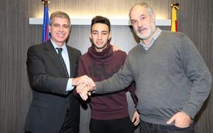 Munir, entre Jordi Mestre y Andoni Zubizarreta