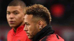 Neymar dice que es feliz en Parìs, pero deja su futuro abierto