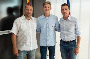 Pelayo Fernández firma por cinco años con el Barça