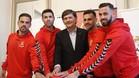 El presidente del Nàstic junto a los nuevos jugadores fichados