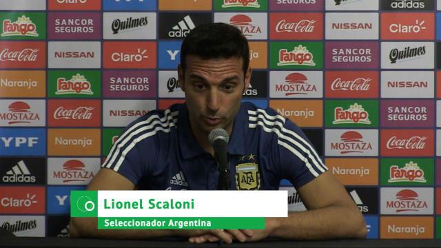 La rueda de prensa de Scaloni en titulares tras debutar como seleccionador