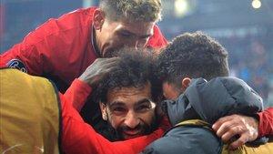 Salah celebra un tanto con el Liverpool
