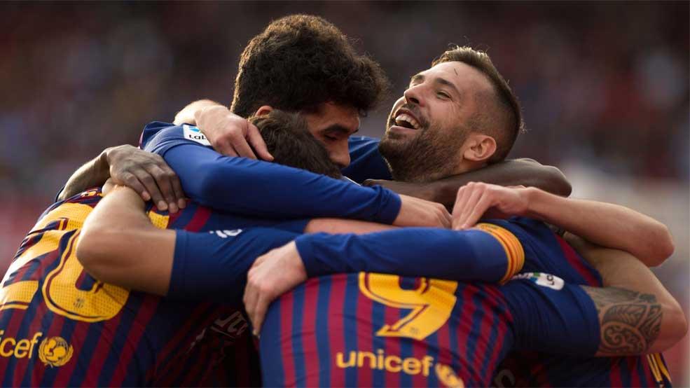 Tres zarpazos de Messi impulsan al Barça en el Pizjuán (ES)