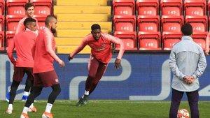 Umtiti se encuentra en Liverpool con motivo de la Champions