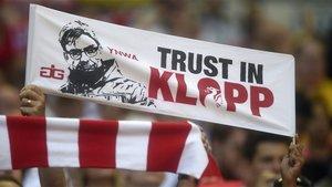 Una pancarta dedicada a Jürgen Klopp en las gradas de Anfield, el estadio del Liverpool
