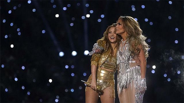 El abrazo entre Shakira y Jennifer Lopez
