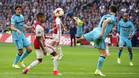 El Ajax derrotó al Feyenoord y devolvió la emoción a la Liga holandesa