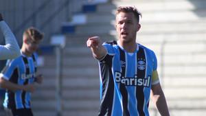 Arthur puede regresar al once inicial de Gremeio frente al Internacional de Porto Alegre tras superar su lesión