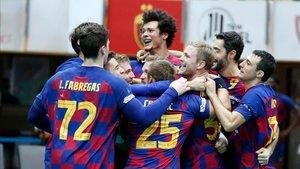 El Barça celebra el segundo título de la temporada