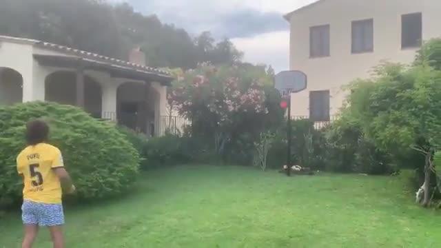 Carles Puyol es convocado para entrenar con el Barça Basket