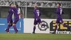Cristian Tello es felicitado por sus compañeros tras anotar su primer gol de la temporada