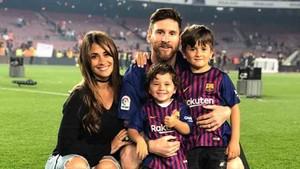 La familia Messi celebró el doblete