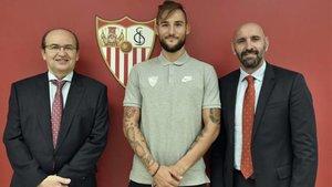 Foto oficial de Gudelj como nuevo jugador del Sevilla