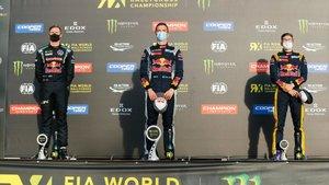 Hansen presidiendo el podio en el Circuit