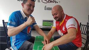 José Ríchard, que sufre ceguera a causa del Síndrome de Usher, vive su pasión por el fútbol gracias a su amigo César Daza