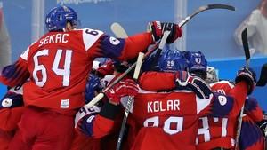 Jugadores de la República Checa celebran la victoria