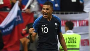 Kylian Mbappé, mejor jugador joven y campeón mundial con Francia