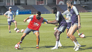 Los jugadores del Barça durante un entrenamiento en la Ciudad Deportiva Joan Gamper