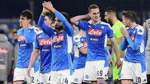 Los jugadores del Nápoles celebran el pase a los cuartos de final de la Coppa de Italia