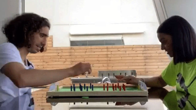 La original manera de Cucurella para paliar las ganas de fútbol