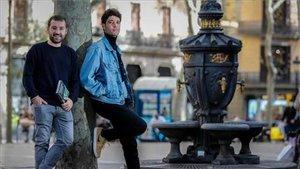 Pau Riera y Jordi Brescó, en la fuente de Canaletes