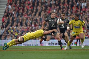 Toulouse y Clermont se enfrentan durante el partido de la Top 14 rugby union en el Estadio Municipal en Toulouse.