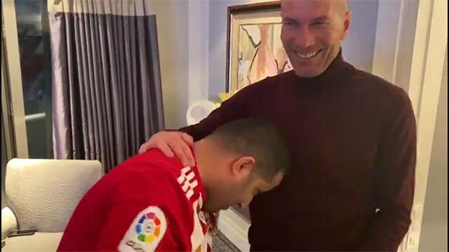 Turki Al-Sheikh, propietario del Almería, le hace el cabezazo de Zidane... ¡al propio Zidane!