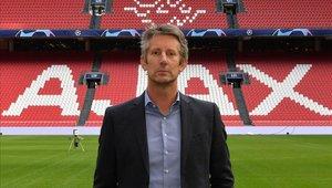 Van der Sar renueva como director general del Ajax