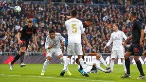 El VAR anuló un gol legal de De Jong que influyó decisivamente en el partido