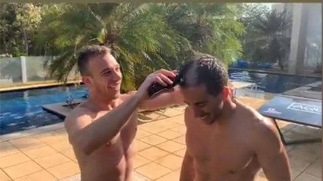 Arthur se apuesta con un amigo la cabellera al Teqball con un final épico