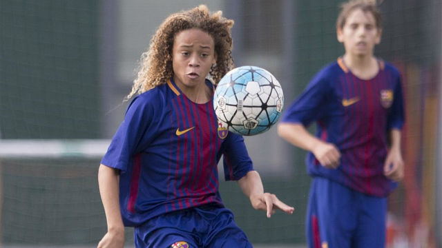 Así juega Xavi Simons, la mediática promesa que abandonará el Barça este verano