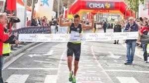 El ganador Mourad El Bannouri de Lasansi.com entrando en meta