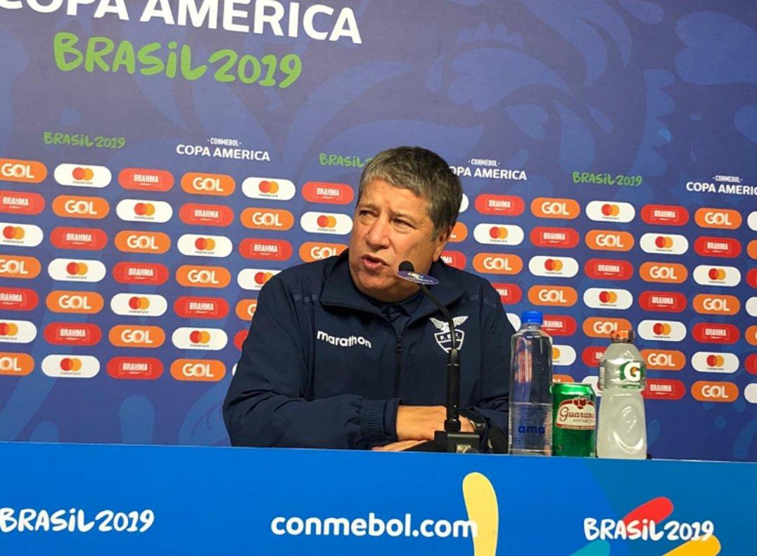 """Hernán Gómez: """"No me queda más que seguir trabajando y levantar a los muchachos"""""""