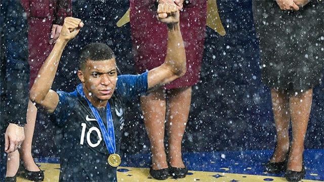 La loca celebración de Francia en sala de prensa