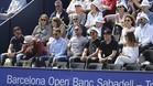 Los jugadores del Girona y Sergi Roberto viendo el partido de Dimitrov