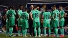 Los jugadores del Real Madrid hacen piña en torno a Zidane