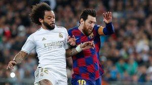 Messi y Marcelo en el clásico del fútbol español