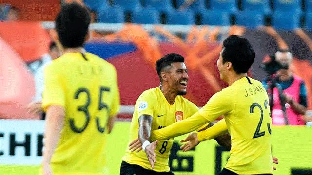 Paulinho marca un doblete y clasifica a su equipo para los cuartos de final de la Champions asiática