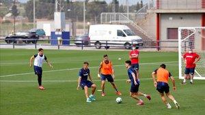 El primer equipo del Levante, entrenando en la Ciutat Esportiva de Buñol.