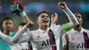 Thiago Silva quiere seguir pero el club no lo ve claro