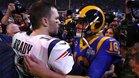 Tom Brady y Jared Goff se saludan tras la final