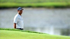 Woods quiere jugar el BMW, pero dependerá de su espalda