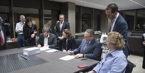 Antonio Asensio y Javier Moll rubrican la compraventa del Grupo Zeta