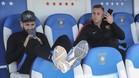 Aleix Vidal y Deulofeu sentados en el banquillo de Butarque