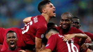 Catar celebra un gol ante Paraguay