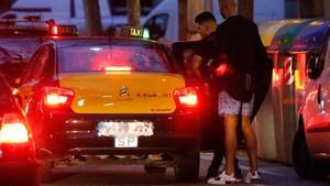 A Coutinho se le llevó el coche la grúa