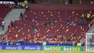 El Frente Atlético repartió 800 banderas