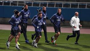 Un grupo de jugadores del Real Madrid, con Cristiano Ronaldo al frente, se entrenan en las instalaciones del Yokohama FC