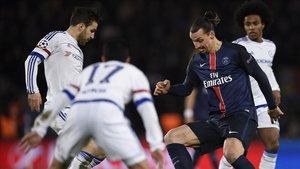 Ibrahimovic y Fábregas podrían volver a jugar juntos, esta vez en el AC Milan